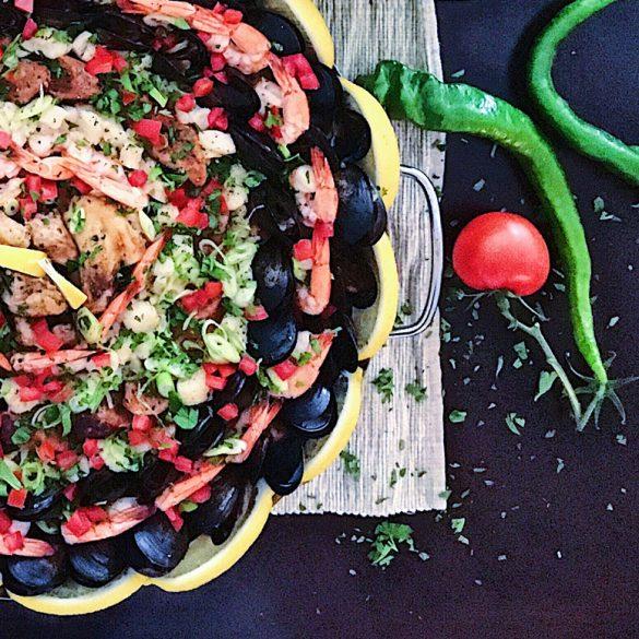 Une recette de paella aux fruits de mer, poulet et chorizo !
