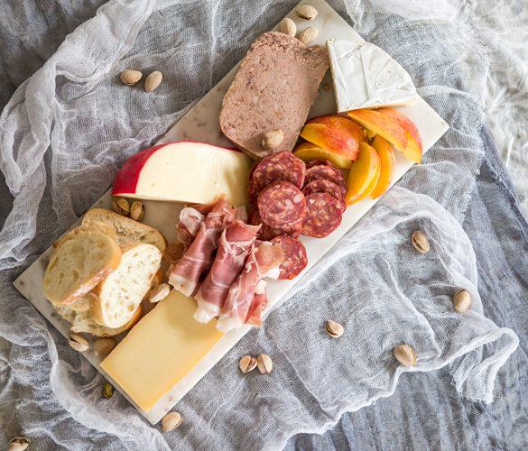 Le guide du dîner à la française : recevez vos amis à la maison